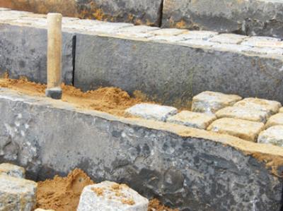 Sort kantsten i basalt