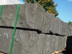 salg af 24 stk. Sort basalt kantsten