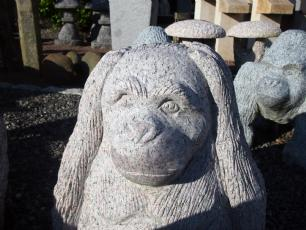 salg af Abe  i grå granit