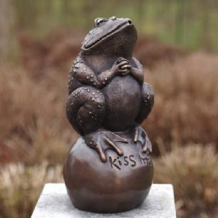 salg af Frog on ball