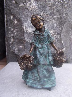 salg af Girl with basket