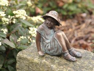salg af Little girl with hat