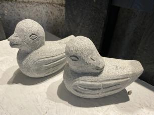 salg af And i granit