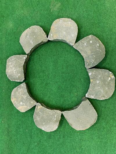 Blomst i sten sort natursten