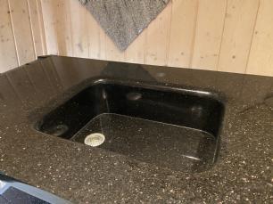 salg af Black Galaxy bordplade med vask