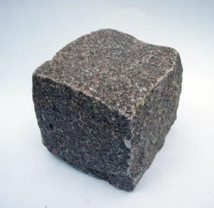 salg af Chaussésten i rød Manga granit