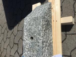 salg af Flagstangssokkel - Grå indisk granit