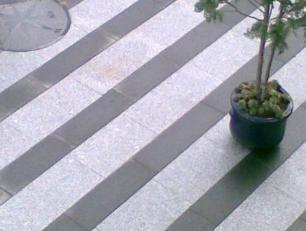 salg af Granitflise - Lys grå med rustik, skridsikker overflade