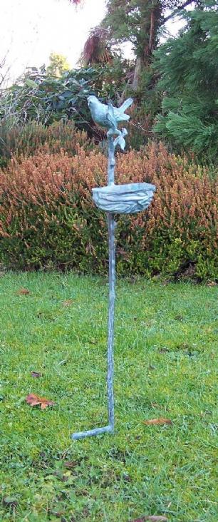 salg af Fugl med rede/foderbræt på stang