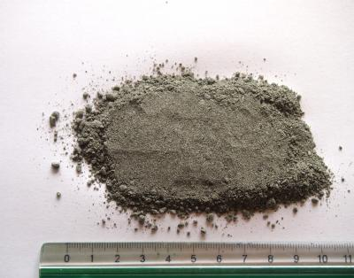 Gråsort stenmel i granit