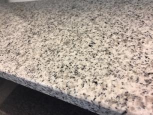 salg af Bordplade i grå poleret granit