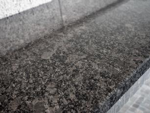 salg af Poleret, steel grey granitbordplade