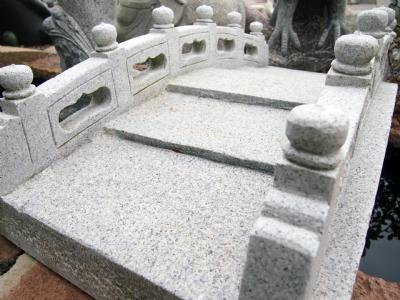Granitbro i lys grå granit