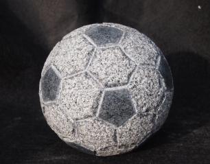salg af Fodbold i gråsort granit