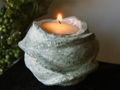 salg af Roseformet fyrfadsstage i lysgrå granit