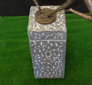 salg af Granitsokkel i kløvet gråsort m/fals
