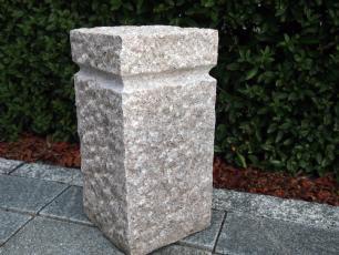 salg af Granitsokkel m/fals, kløvet rosa granit