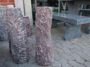salg af Rund, kløvet granitsokkel