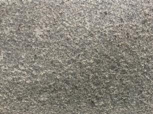 salg af Granitflise - Gråsort granit med rustik, skridsikker overflade
