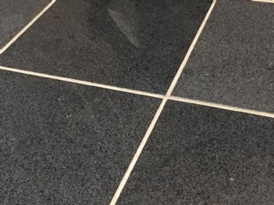 Granitflise - gråsort poleret granit