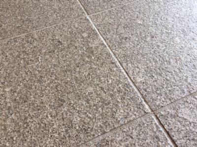 Granitfliser i lysgrå granit - Børstet