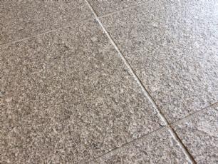 salg af Granitfliser i lysgrå granit