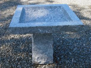 salg af Granitfuglebad på sokkel 4-kantet