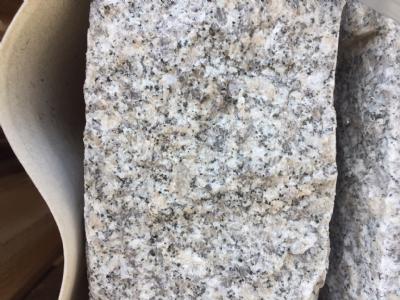 Granitkantsten grå kløvet granit