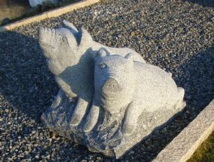 salg af Griseskulptur i gråsort granit