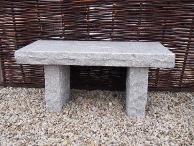 salg af Rustik bænk i grå granit med poleret sæde
