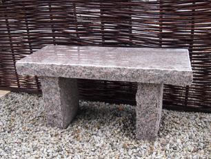 salg af Rustik bænk i rød granit m/poleret sæde