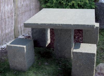 """salg af Havemøbelsæt """"Kvadrat"""" i gråsort granit"""