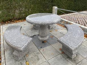 salg af Havemøbelsæt rund bord med 3 bænke