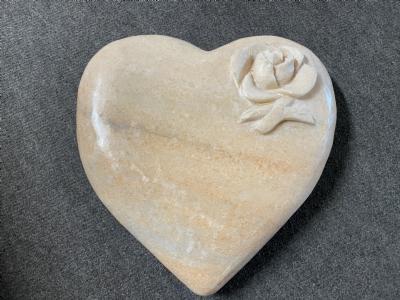 Hjerte marmor med blomst