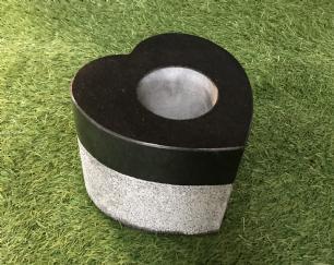 salg af Plantehjerte med hul i sort granit