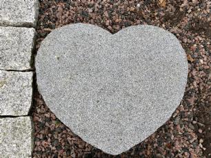 salg af Hjerte trædesten mørkegrå granit