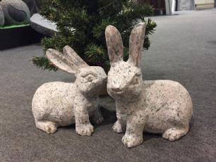 salg af Kaniner - par i rødlig granit
