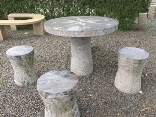 salg af Kompasbord med 4 taburetter