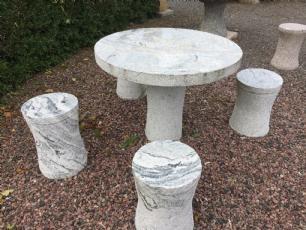 salg af Lysgrå bord med taburetter