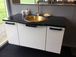salg af Komplet badmiljø med messingvask