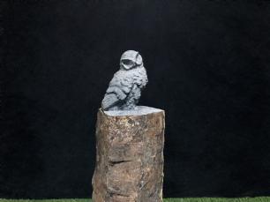 salg af Lille ugle p� pedestal