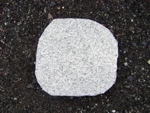 salg af Trædesten i  grå granit