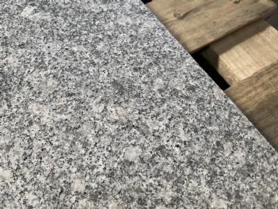 grå granit flise 90x90x5