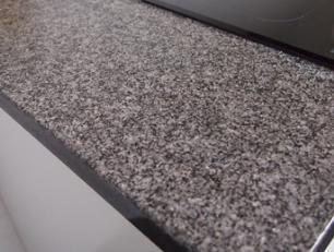 salg af Br�ndt/b�rstet bordplade i Nero Africa granit