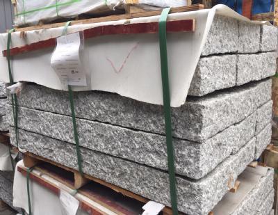 Palisadesten kantsten grå granit