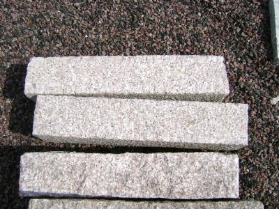 salg af Rosa granitkantsten