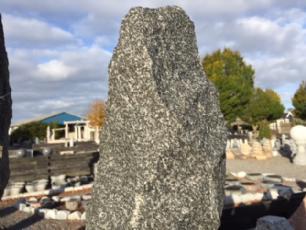 salg af Stensøjle gråsort granit
