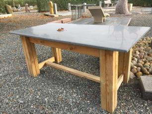 salg af Stort havebord med granitbordplade