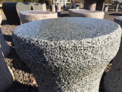 salg af Taburet i mørk grå granit