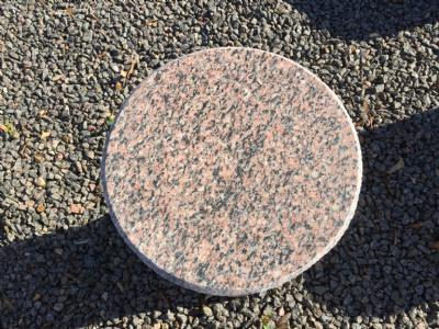 Taburet rød granit sokkel